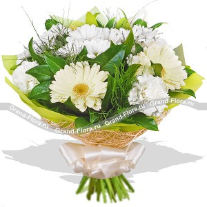 Gentle morning - a bouquet of white roses, chrysanthemums and carnations