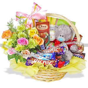 Rainbow fantasy - Gift basket with flowers and chocolates